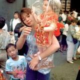 Женщина с фигуркой мальчика-Христа